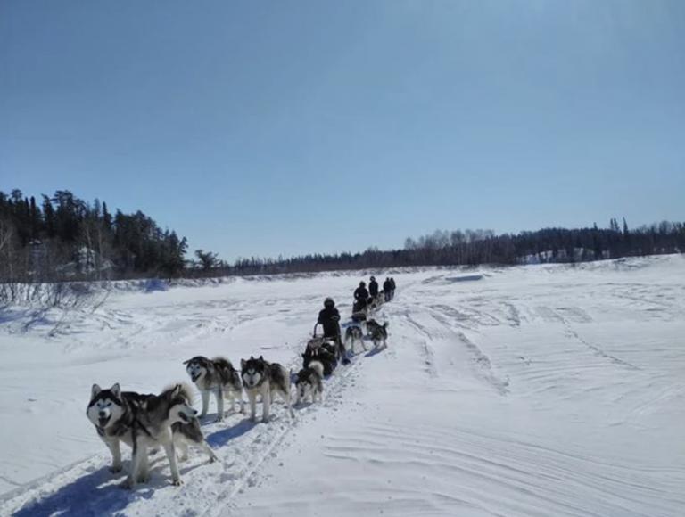 moto-neige-attractions-boreales